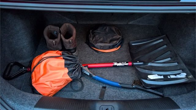 What Should Be In Your Winter Car Kit